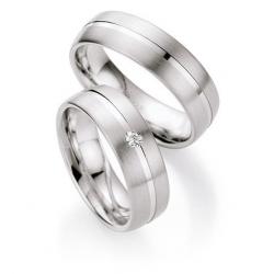 Stříbrné snubní prsteny v dámské prstenu s briliantem