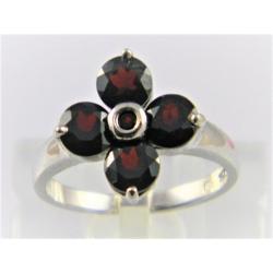 Stříbrný prsten s přírodními granáty