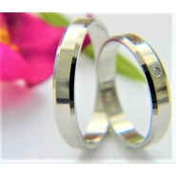 Luxusní platinové snubní prsteny s briliantem