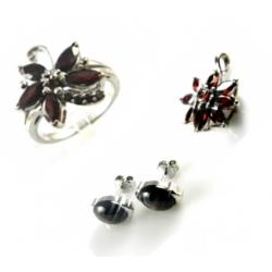 Stříbrné šperky s granáty - prstýnky,náušnice,přívěšky...
